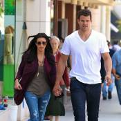 Kim Kardashian ne sait faire que deux choses: nous montrer sa bague et son chéri