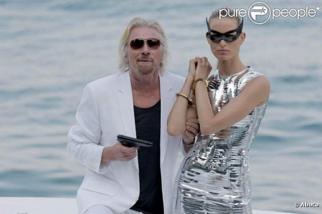 Karolina Kurkova et Richard Branson à l'Hôtel Mondrian, à l'occasion des 25 ans de la ligne Miami/Londres de Virgin Atlantic Airways, à Miami, le 16 juin 2011.