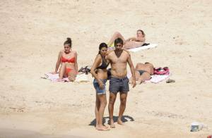 Raul : A la plage avec toute sa famille, le goleador peine à sourire