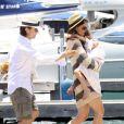 Tom Cruise, Katie Holmes et leur petite Suri passent la journée à bord de leur bateau le Marquis le 19 juin 2011 à l'occasion de la Fête des Pères.
