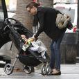 Miranda Kerr peut compter sur le soutien de sa maman pour s'occuper de son petit Flynn. Juin 2011 à Los Angeles