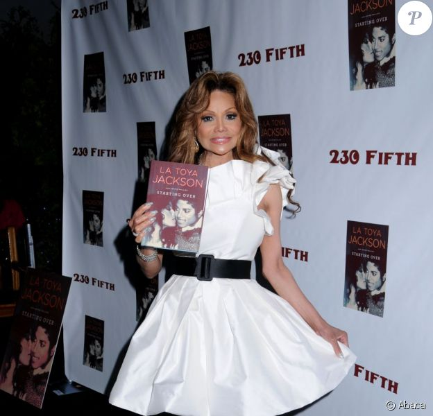 La Toya Jackson sort un livre dédié à Michael Jackson, Starting Over. New York, 20 juin 2011