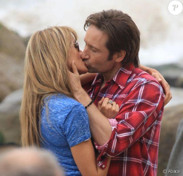 David Duchovny embrasse avec passion sa partennaire Natascha McElhone sur le tournage de Californication le 8 juin à Los Angeles