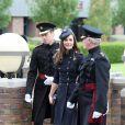 Kate Middleton et le prince William rencontrent le Major Général Bill Cubitt lors de la remise des distinctions pour le premier bataillon de la Irish Guards rentrée d'Afghanistan à Windsor, Londres, le 25 juin 2011