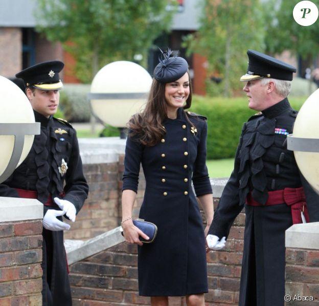 la princesse Catherine Middleton, sublime lors de la remise des distinctions pour le premier bataillon de la Irish Guards rentrée d'Afghanistan à Windsor, Londres, le 25 juin 2011