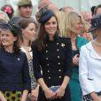 La princesse Catherine Middleton, sublime lors de la remise des distinctions pour le premier bataillon de la Irish Guards rentrée d'Afghanistan dans l'enceinte du musée militaire Victoria Barracks, Londres, le 25 juin 2011