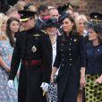 La duchesse de Cambridge Kate Middleton aux côtés des soldats du 1er bataillon de la Irish Guards  dans l'enceinte du musée militaire Victoria Barracksle 25 juin 2011 à Londres