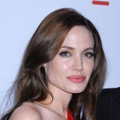 Angelina Jolie : A la plage en famille, elle choisit une tenue étonnante !