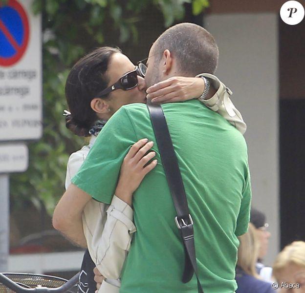 Telma Ortiz et son nouveau boyfriend dans les rues de Barcelone... Deux amoureux seuls au monde ! Juin 2011