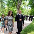 Le prince William et Catherine, duchesse de Cambridge, ont respecté la tradition en plantant un arbre, symbole d'amour, à Ottawa, au Canada, le 2 juillet 2011
