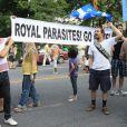 Le prince William et Kate, duchesse de Cambridge, ont dû faire face aux manifestants anti-monarchistes, à Montréal le 2 juillet 2011