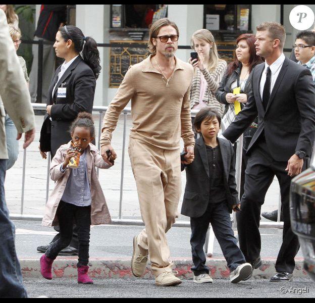 Brad Pitt avec ses enfants Zahara et Pax lors de l'avant-première du film Kung Fu Panda 2 à Los Angeles le 22 mai 2011