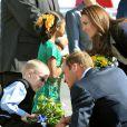 Avant de quitter Yellowknife à bord d'un jet Challenger le 5 juillet 2011, William et Kate ont rencontré Riley Oldford, un garçonnet infirme, sur le tarmac de l'aéroport.   Sacrifiant leur parenthèse amoureuse, le prince William et Kate Middleton se sont rendus mercredi 6 juillet 2011 à Slave Lake, un village du nord de la province de l'Alberta dévasté par un terrible incendie le 15 mai.