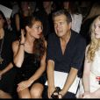 Charlotte Casiraghi entourée de Mario Testino et Elle Fanning et au défilé Chanel Haute Couture 2011/2012