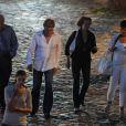 Robert Redford se promène sur les Quais de Seine, à Paris, en compagnie d'amis et de son épouse Sybille Szaggars. Fin juin 2011