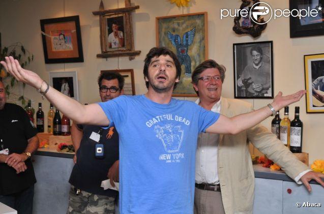 Patrick Fiori participe aux Vendanges du Coeur, à Ouveillan, dans l'Aude, jeudi 21 juillet 2011.