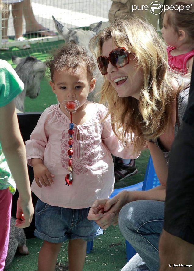 Sourire radieux et mine splendide, Ellen Pompeo est une maman comblée lorsque sa petite fille Stella Luna l'accompagne au zoo de West Hollywood !