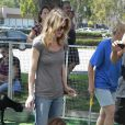 Ellen Pompeo, radieuse et sa fille Stella au zoo de West Hollywood le 17 juillet 2011