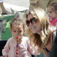 Ellen Pompeo affiche une mine radieuse au côté de sa fille Stella au zoo de West Hollywood où elles ont pu profiter d'une journée ensoleillée.