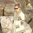 """""""Kate Hudson, radieuse et souriante, affiche encore quelques rondeurs suite à la naissance de son dernier enfant le 9 juillet 2011 sur les plages de Malibu """""""