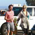 """""""Kate Hudson et son fiancé Matthew Bellamy, plus complice que jamais, ont profité d'un moment en famille après la naissance de leur enfant le 9 juillet. """""""