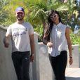 Shia LaBeouf arbore une barbe imposante lors d'une promenade en compagnie de sa petite amie Karolyn Pho et son chien Brando le 24 juillet 2011 à Los Angeles