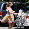 Rebecca Gayheart se rend dans un supermarché à Los Angeles, le 30 juillet 2011 : elle est superbe dans sa robe d'inspiration salve !
