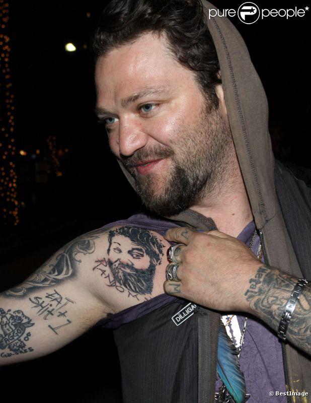 Bam Margera dévoile son tatouage en hommage à Ryan Dunn, août 2011.