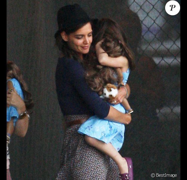 Katie Holmes et Suri arrivent à l'héliport, à New York. Le 17 août 2011