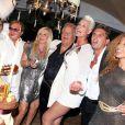 Massimo Gargia déchaîné lors de son 71e anniversaire, aux Moulins de Ramatuelle, le 18 août 2011. Orlando, Afida Turner, Brigitte Nielsen et bien d'autres l'entourent !