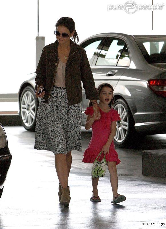 Suri et Katie Holmes en duo dabs un centre commercial de Los Angeles. Le 26 août 2011