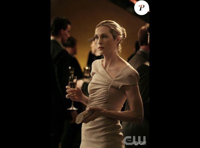 Une coupe de champagne une robe elie saab et une pochette - Une coupe de champagne ...