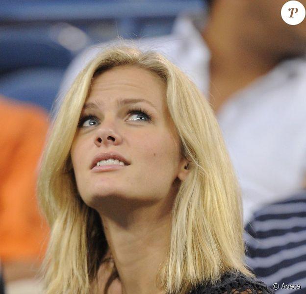 Brooklyn Decker, la sublime compagne d'Andy Roddick a tremblé durant le match de son homme lors de l'US Open le 31 août 2011.