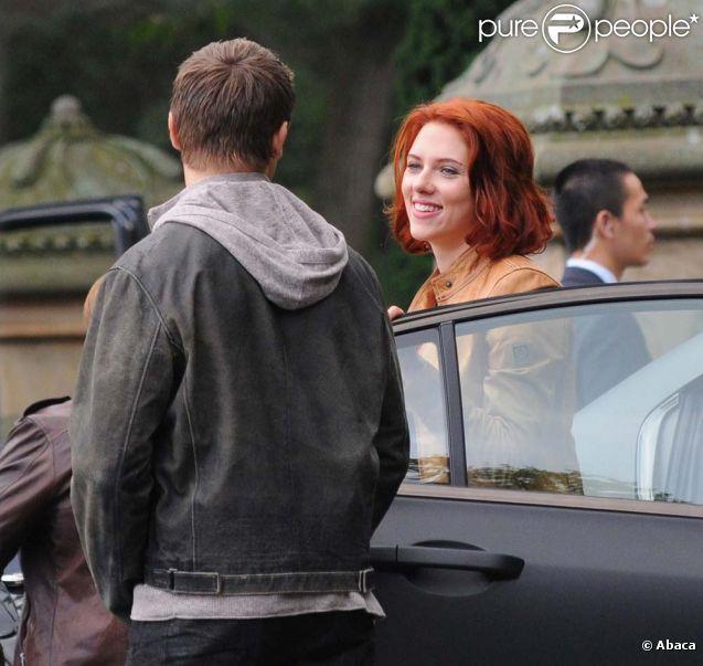 Scarlett Johansson et Jeremy Renner sur le tournage de The ...