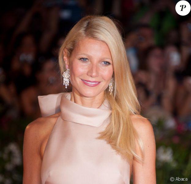 Depuis 2005, Gwyneth Paltrow est l'égérie de charme du parfum Pleasures d'Estée Lauder.