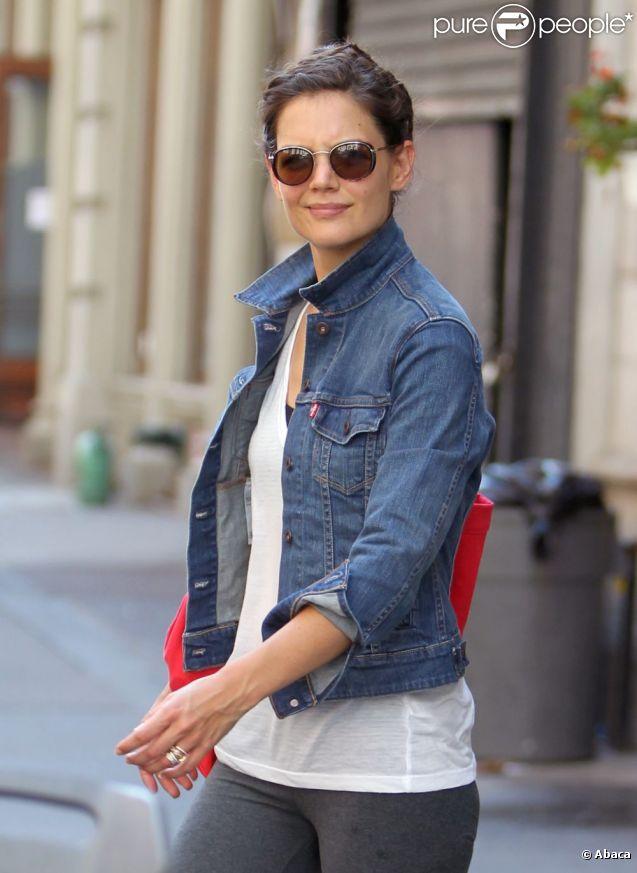 Katie Holmes très matinale se rend tôt le matin à la gym puis dans une librairie à New York, le 9 septembre 2011