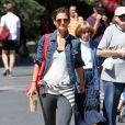 Katie Holmes se rend tôt le matin à la gym puis dans une librairie à New York, le 9 septembre 2011