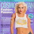 Gwen Stefani entre dans sa période un peu plus hip-hop. Son style s'en ressent avec ce t-shirt customisé, qui dévoile un ventre plat et musclé. Cosmopolitan Australia, mars 2002.