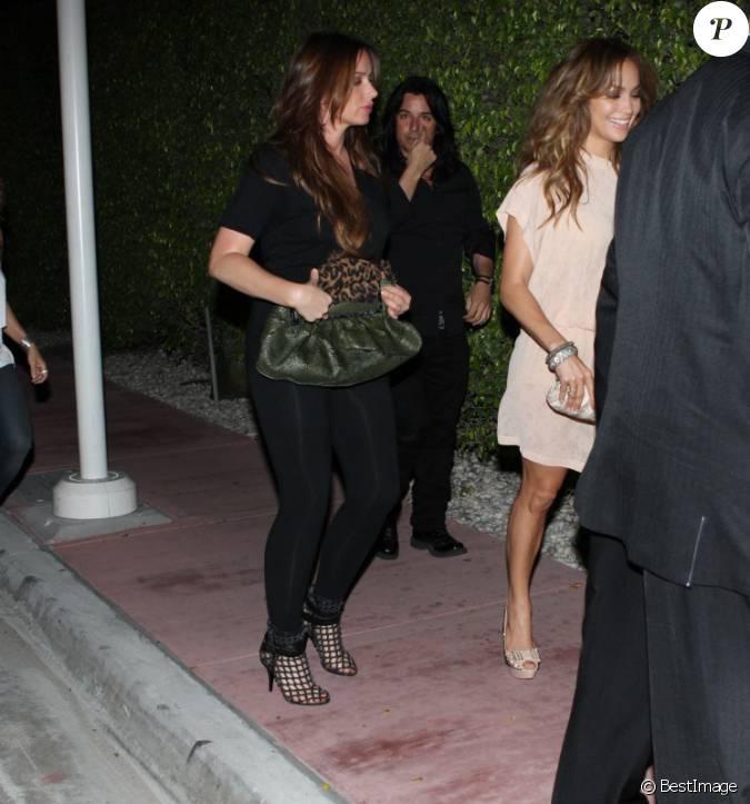 Jennifer lopez se rend au restaurant avec des amis miami for Diner avec des amis