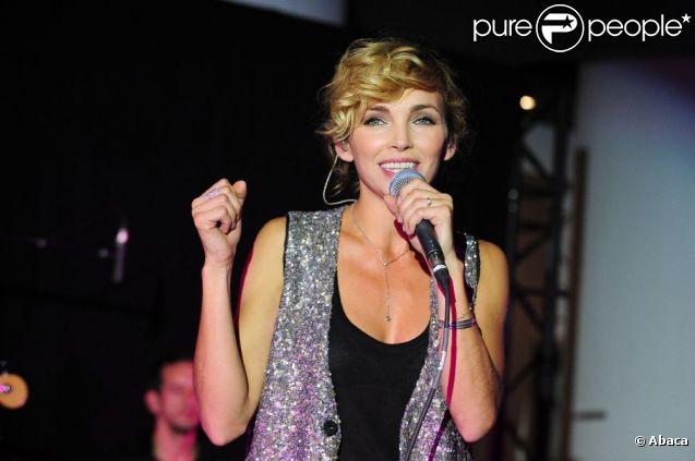 Claire Keim a chanté lors des cinquièmes Trophées du tourisme responsable au Parc des Expositions de Versailles, le 21 septembre 2011