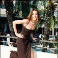 Carla Bruni affiche sa joie de vivre et sa silhouette de mannequin dans une robe fendue. Au Festival de Cannes en mai 1998, l'Italienne fait sensation !
