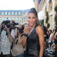 Ciara arrive au défilé Barbara Bui lors de la Fashion Week parisienne le 29 septembre 2011