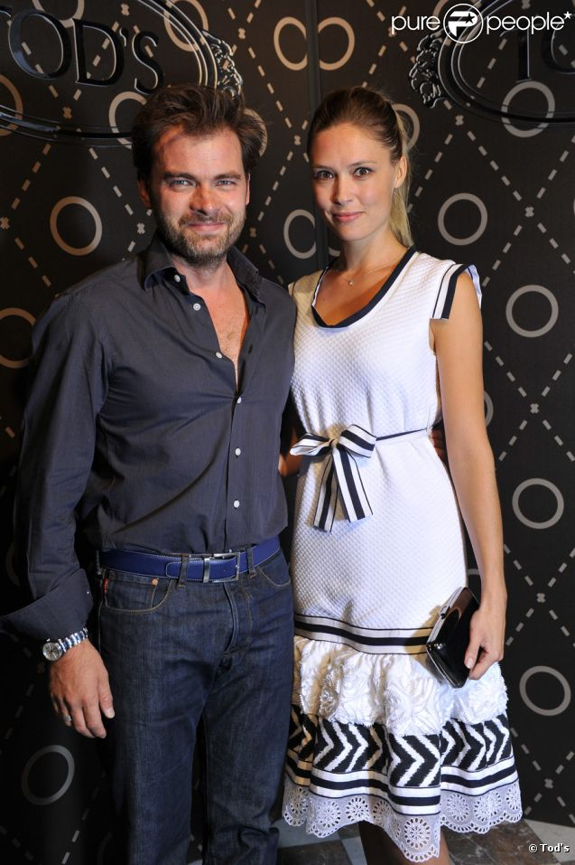 Clovis Cornillac et sa douce Lilou Fogli à l'ambassade d'Italie à Paris pour le lancement de la collection Signature de Tod's, le 2 octobre 2011