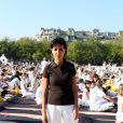 Rachida Dati assiste à la White Yoga Session, au Champ de Mars, à Paris. 2 octobre 2011