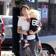 Pete Wentz, son fils Bronx et sa pnouvelle petite amie, à Los Angeles le 2 octobre 2011
