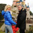 Renaud et Romane Serda, à Disneyland Paris en février 2009.