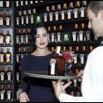 Dita von Teese présente le nouveau coffret Cointreau, à Madrid, le 6 octobre 2011.