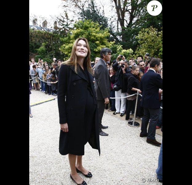Carla Bruni-Sarkozy est sur le point d'accoucher... Peut-être dimanche 9 octobre ? Paris, 17 octobre 2011