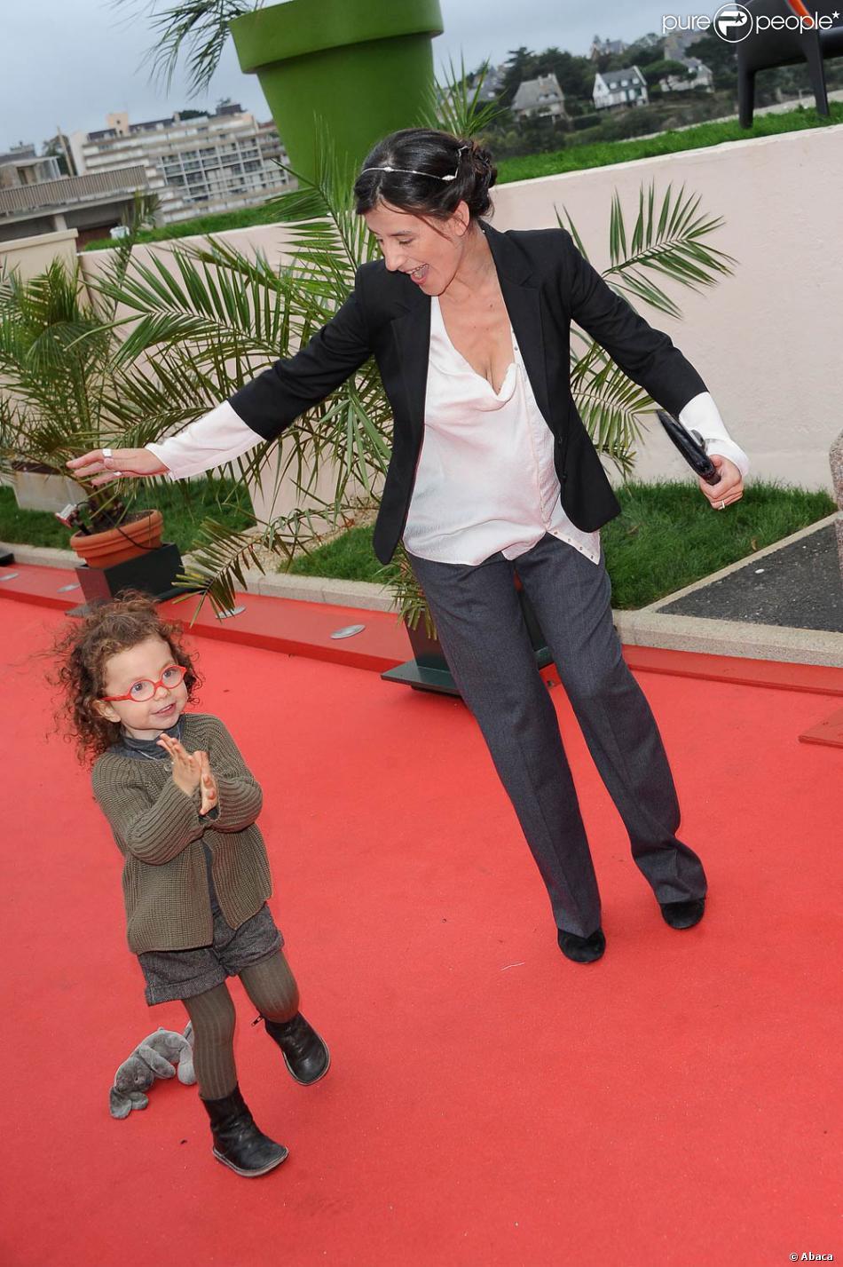 Romane Bohringer, arrivée avec sa petite Rose et son ...