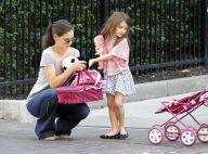 Katie Holmes et Suri, la reine des grimaces, s'occupent en attendant Tom Cruise